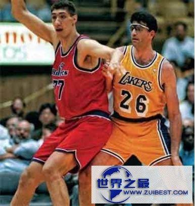 NBA历史上最高的球员:乔治·穆雷桑 2.3114米