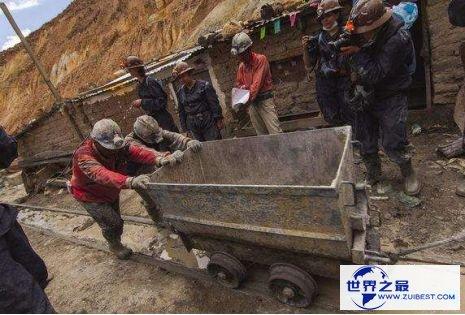 波托西银都矿工们的工作环境