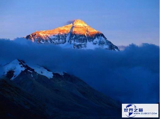 世界上最高的山峰 珠穆朗玛峰海拔8844.43米