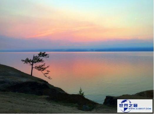 贝加尔湖是一个神奇的湖泊