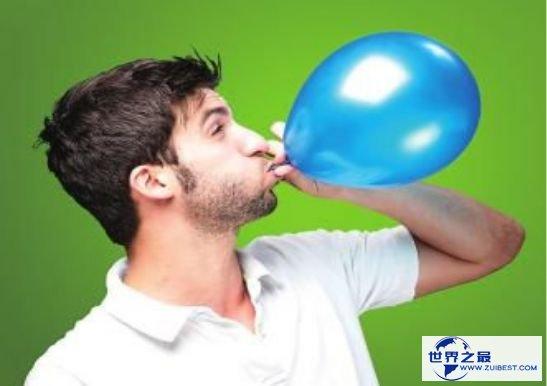 世界上最大肺活量的人,英国男子曼吉特·辛格吹出重1千克的气球