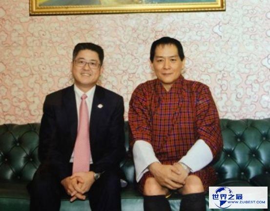 第四代不丹国王 推广专制自降王权