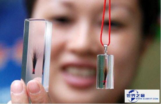 世界上胎毛最长的人 男童9年胎毛从未剪过长度超过60厘米